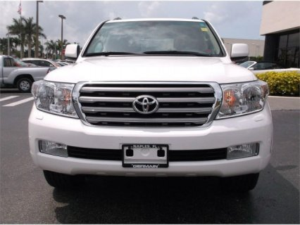 2011 TOYOTA LAND CRUISER 4X4.....