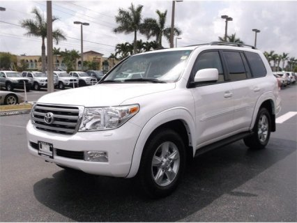 2011 TOYOTA LAND CRUISER V8.