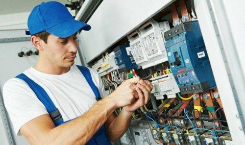 تقني كهرباء من الجنسية المغربية خبرة عالية حاليا عند شركة النخبة المغربية