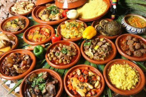 طباخات من المغرب متخصصات في الحلويات والاكلات المغربية عبر شركة الأسمر