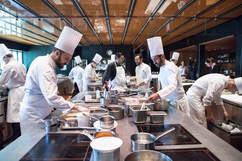 استقدام طاقم شامل ومتكامل للعمل بالفنادق والمطاعم من الجنسية المغربية
