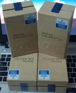 WTS New: BB Porsche 9981 Gold & BB Q10 Gold /Galaxy S IV 4G $500
