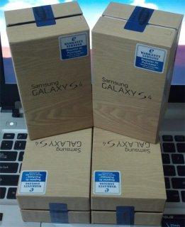 WTS New: BB Porsche 9981 Gold & BB Q10 Gold /Galaxy S IV 4G $500