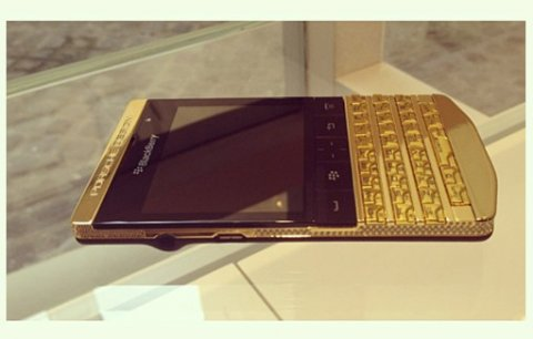 صور Buy Brand New: BlackBerry Porsche P'9981 Gold (Add Pin 29241743) 1