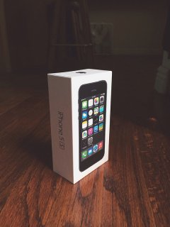 FOR SALE APPLE IPHONE 5S 32GB BLACK UNLOCKED PHONE