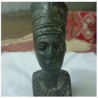 تمثال فروعوني نادر من عهد الفراعنه