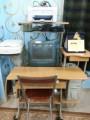 طاولة كمبيوتر خشبيه + كمبيوتر